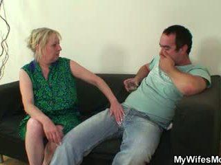 Пеніс голодний mother-in-law seduces його