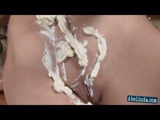 Seksi mlada abelinda smothers ji prsi in twat v cream in frigs ji klitoris