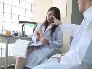 Szexi japán doktor gives neki colleague egy bj