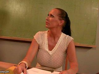 Mandy kirkas hookerin mestari molesting hänen a mausteinen hunaja