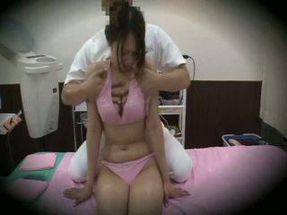 Spycam reluctant meisje massage seks 1
