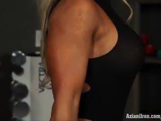 Muscular ブロンド ベイブ megan avalon トレーニング