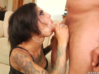 Wild anaal penetration en facial voor tattooed bonnie rotten.