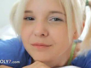 18yo blondie teasing und masturbate