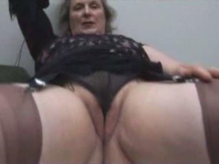 חזה גדול סבתא ב גרביוני נשים shows את שמנמן אגן