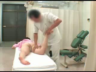 Ýalaňaja seredýän aziýaly jana ýalaňaç breast agzyňa almak masturbation şpion massaž orgazm sikiş