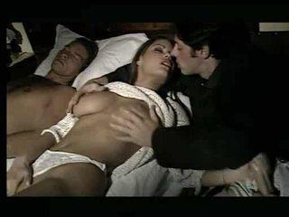 Piękne laska being assaulted w łóżko wideo
