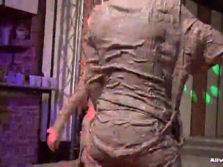 Smutty Duett Turns In Mud Brawl