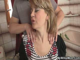 Övé feleség comes ki és ő intercourses neki anya