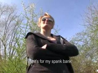 Tjekkisk jente meggie sex i offentlig til kontanter