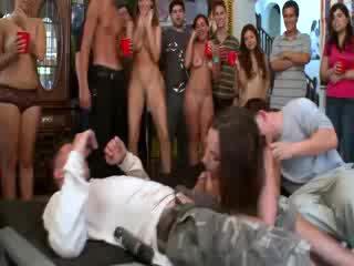 Jada stevens enjoying two studente cocks a università festa