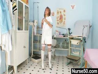 Thin Milf Senior Nurse Playthings Her Labia Onto Gynochair
