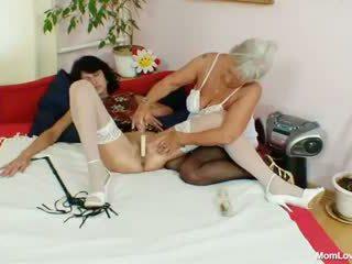 毛深い おばあちゃん licks ホット 熟女 で レズビアン アクション