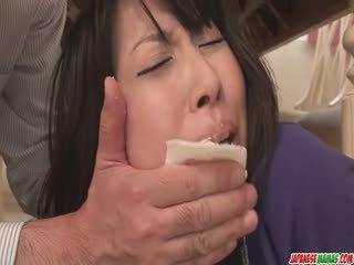 Ibu rumah tangga chihiro kitagawa chokes on a jago