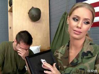 جيش فتاة nicole aniston مارس الجنس في camp فيديو