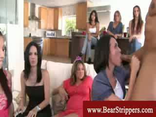 Riietes naine paljaste meestega prouad got dicksucking skills blowing stripper boner