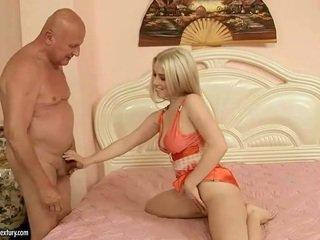 Прекрасний підліток having секс з дідусь