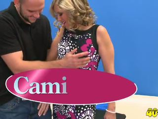 Cami gives ในขณะที่ ดี ในขณะที่ เขา gets