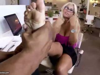 Sexy bitch gets her feet worshipped and fucked