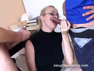 Adrianna nicole blows 2 hård meat weenies alternately