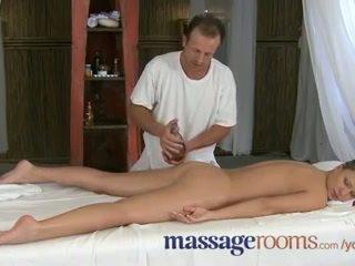 Menstruasyon rooms innocent genç clits are aroused tarafından mini etek masseuse fingers