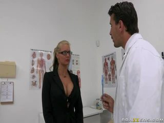 Phoenix marie و الطبيب manuel ferrara