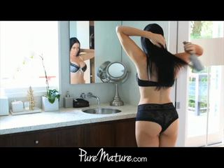 Puremature mère takes 12-inch bite