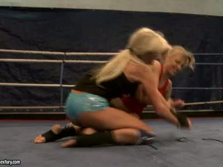 Laura kristāls un michelle soaked cat cīņa uz ring