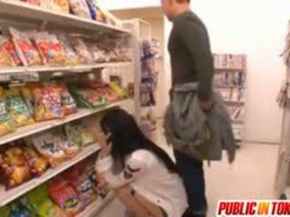 Sora aoi в силен doggy майната при магазин