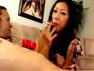 Chesty asiatic tarfa dia zerva smokes și gives muie