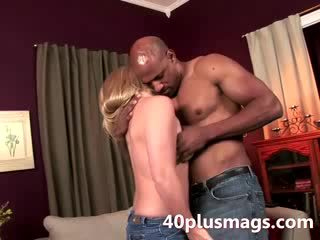 Super blondi milf judy