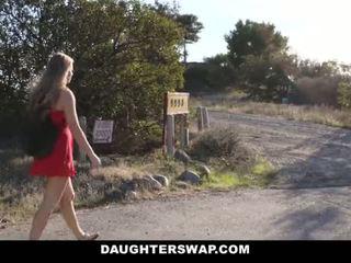 Daughterswap - panas sedikit si rambut perang menangkap webcamming oleh bffs ayah pt.2