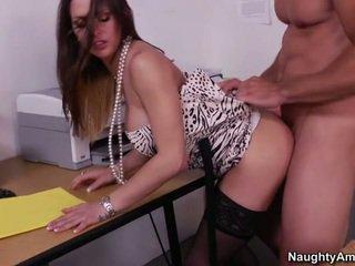 Rachel gets geneukt rechts op een bureau