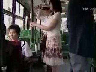 Terkejut hanjob pada bas dengan double bahagia ending