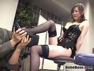 Azjatyckie femdoms i a guy w a trójkąt