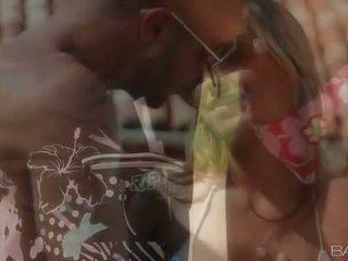 Sexy nana alanna anderson dehors sexe