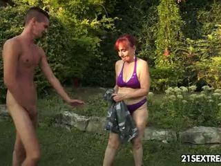 Vecmāmiņa nanney has lust par a jauns dzimumloceklis