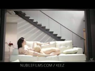 Aiden ashley - nubile films - lesbisch lovers delen lief poesje juices