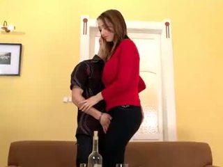 Lucie wilde gets cô ấy to tits và chặt chẽ âm hộ banged till cô pops