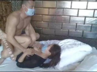 美麗 中國的 女孩 wearing 面膜 到 他媽的, 不錯 體 雖然