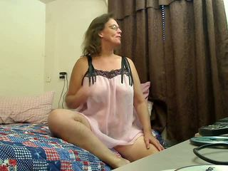 She Digs Deep: Free Granny Porn Video 2f