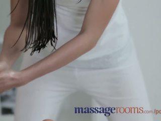 Masaža rooms osupljivo lezbijke imajo oily fun in intense g-spot orgasms