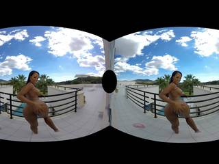 Exotic Hottie Noemilk Loves Some Virtual Outdoor Sex