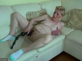 Oldnanny vieux mature avec grand gode masturbate