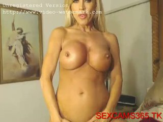elitegirlcams.com Blonde girl takes it to the next level