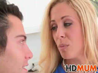 Licking lessons 와 mum
