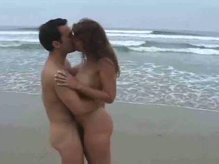 nieuw cumshots scène, een strand, doggy style