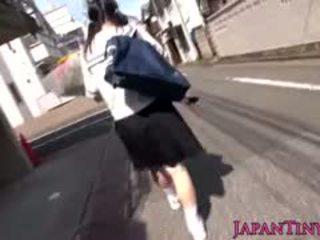 japanilainen, isot tissit, sormitus, teini-ikäinen