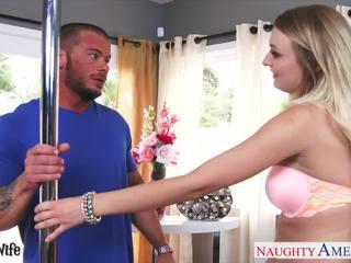 Prsnaté manželka natalia starr gets ružový chňapnúť fucked