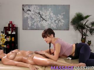 lesbiennes, vers brunettes vid, u massage thumbnail